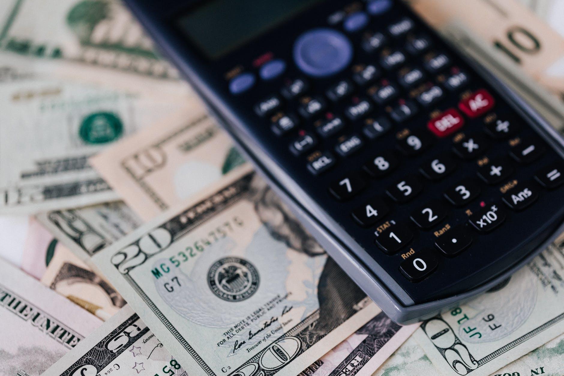 kalkulačka a americké dolary